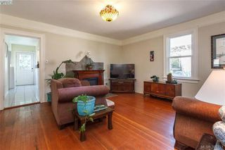 Photo 3: 2059 Newton St in VICTORIA: OB Henderson Single Family Detached for sale (Oak Bay)  : MLS®# 795691