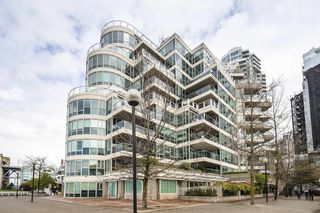 "Photo 16: 706 1600 HORNBY Street in Vancouver: Yaletown Condo for sale in ""YACHT HARBOUR POINTE"" (Vancouver West)  : MLS®# R2302277"