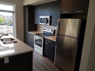 Photo 2: 17 1636 Kerr Road in Edmonton: Zone 27 Townhouse for sale : MLS®# E4142512