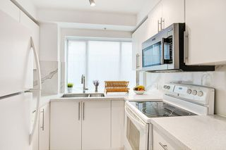 "Photo 7: 2110 YEW Street in Vancouver: Kitsilano Townhouse for sale in ""Magnolia Gardens"" (Vancouver West)  : MLS®# R2348200"