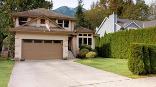 Main Photo: 1631 MACDONALD Place in Squamish: Brackendale House for sale : MLS®# R2356396