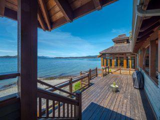 "Photo 16: 8423 8425 REDROOFFS Road in Halfmoon Bay: Halfmn Bay Secret Cv Redroofs House for sale in ""HALFMOON BAY WATERFRONT"" (Sunshine Coast)  : MLS®# R2363344"