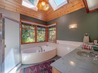 "Photo 11: 8423 8425 REDROOFFS Road in Halfmoon Bay: Halfmn Bay Secret Cv Redroofs House for sale in ""HALFMOON BAY WATERFRONT"" (Sunshine Coast)  : MLS®# R2363344"