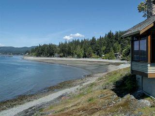 "Photo 17: 8423 8425 REDROOFFS Road in Halfmoon Bay: Halfmn Bay Secret Cv Redroofs House for sale in ""HALFMOON BAY WATERFRONT"" (Sunshine Coast)  : MLS®# R2363344"