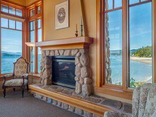 "Photo 4: 8423 8425 REDROOFFS Road in Halfmoon Bay: Halfmn Bay Secret Cv Redroofs House for sale in ""HALFMOON BAY WATERFRONT"" (Sunshine Coast)  : MLS®# R2363344"