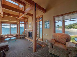 "Photo 5: 8423 8425 REDROOFFS Road in Halfmoon Bay: Halfmn Bay Secret Cv Redroofs House for sale in ""HALFMOON BAY WATERFRONT"" (Sunshine Coast)  : MLS®# R2363344"