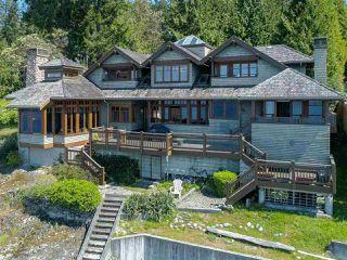 "Photo 2: 8423 8425 REDROOFFS Road in Halfmoon Bay: Halfmn Bay Secret Cv Redroofs House for sale in ""HALFMOON BAY WATERFRONT"" (Sunshine Coast)  : MLS®# R2363344"