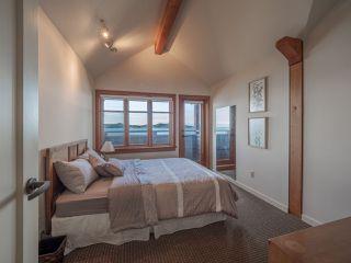 "Photo 15: 8423 8425 REDROOFFS Road in Halfmoon Bay: Halfmn Bay Secret Cv Redroofs House for sale in ""HALFMOON BAY WATERFRONT"" (Sunshine Coast)  : MLS®# R2363344"