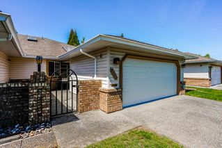 """Main Photo: 25 9733 148A Street in Surrey: Guildford Townhouse for sale in """"CHELSEA GATE"""" (North Surrey)  : MLS®# R2366185"""