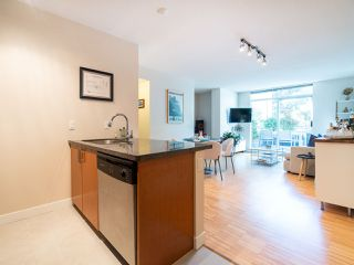 "Photo 10: 210 2520 MANITOBA Street in Vancouver: Mount Pleasant VW Condo for sale in ""The Vue"" (Vancouver West)  : MLS®# R2373365"