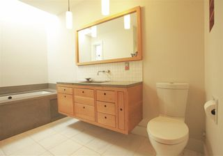 Photo 11: 2889 W 17TH Avenue in Vancouver: Arbutus 1/2 Duplex for sale (Vancouver West)  : MLS®# R2379372