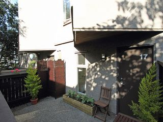 "Photo 7: 17 870 W 7TH Avenue in Vancouver: Fairview VW Townhouse for sale in ""LAUREL COURT"" (Vancouver West)  : MLS®# V907769"