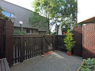 "Photo 8: 17 870 W 7TH Avenue in Vancouver: Fairview VW Townhouse for sale in ""LAUREL COURT"" (Vancouver West)  : MLS®# V907769"