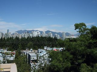 "Photo 1: 17 870 W 7TH Avenue in Vancouver: Fairview VW Townhouse for sale in ""LAUREL COURT"" (Vancouver West)  : MLS®# V907769"