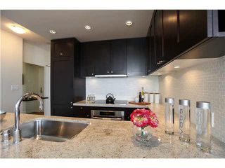 """Photo 8: 1802 821 CAMBIE Street in Vancouver: Downtown VW Condo for sale in """"RAFFLES ON ROBSON"""" (Vancouver West)  : MLS®# V1124858"""