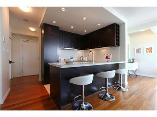 """Photo 7: 1802 821 CAMBIE Street in Vancouver: Downtown VW Condo for sale in """"RAFFLES ON ROBSON"""" (Vancouver West)  : MLS®# V1124858"""