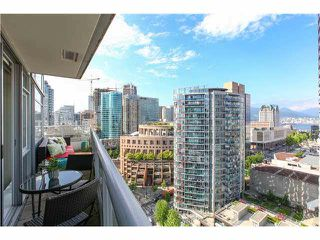 """Photo 9: 1802 821 CAMBIE Street in Vancouver: Downtown VW Condo for sale in """"RAFFLES ON ROBSON"""" (Vancouver West)  : MLS®# V1124858"""