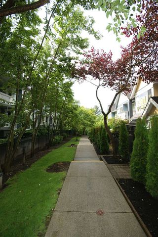 "Photo 15: 7430 MAGNOLIA Terrace in Burnaby: Highgate Townhouse for sale in ""CAMARILLO"" (Burnaby South)  : MLS®# R2080942"