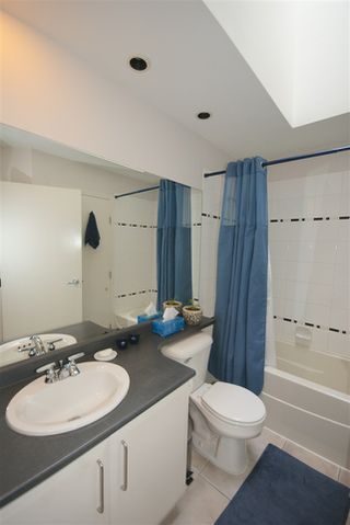 "Photo 11: 7430 MAGNOLIA Terrace in Burnaby: Highgate Townhouse for sale in ""CAMARILLO"" (Burnaby South)  : MLS®# R2080942"
