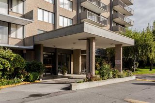 "Photo 3: 105 9300 PARKSVILLE Drive in Richmond: Boyd Park Condo for sale in ""MASTERS GREEN"" : MLS®# R2113685"