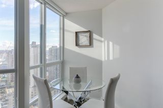"""Photo 4: 2404 833 SEYMOUR Street in Vancouver: Downtown VW Condo for sale in """"The Capitol Residences"""" (Vancouver West)  : MLS®# R2138955"""