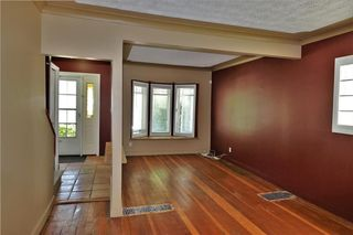 Photo 2: 425 22 Avenue NW in Calgary: Mount Pleasant House for sale : MLS®# C4122704