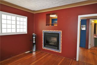 Photo 3: 425 22 Avenue NW in Calgary: Mount Pleasant House for sale : MLS®# C4122704