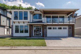 "Photo 1: 26 50778 LEDGESTONE Place in Chilliwack: Eastern Hillsides House for sale in ""SUNRIDGE"" : MLS®# R2274837"