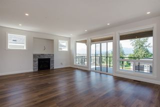 "Photo 5: 26 50778 LEDGESTONE Place in Chilliwack: Eastern Hillsides House for sale in ""SUNRIDGE"" : MLS®# R2274837"