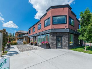 Photo 1: 1904 20 Avenue NW in Calgary: Banff Trail Multi Family for sale : MLS®# C4198604