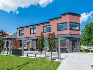 Photo 2: 1904 20 Avenue NW in Calgary: Banff Trail Multi Family for sale : MLS®# C4198604