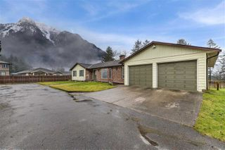 Photo 2: 21175 KETTLE VALLEY Road in Hope: Hope Kawkawa Lake House for sale : MLS®# R2328544