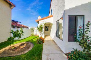 Photo 2: SOUTH ESCONDIDO House for sale : 4 bedrooms : 3707 Wildrose Glen in Escondido