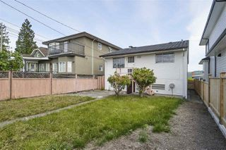 Photo 4: 11 HOWARD Avenue in Burnaby: Capitol Hill BN House for sale (Burnaby North)  : MLS®# R2378623