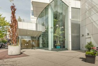 """Photo 19: 606 1199 MARINASIDE Crescent in Vancouver: Yaletown Condo for sale in """"AQUARIUS I"""" (Vancouver West)  : MLS®# R2379533"""