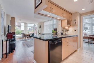 """Photo 13: 606 1199 MARINASIDE Crescent in Vancouver: Yaletown Condo for sale in """"AQUARIUS I"""" (Vancouver West)  : MLS®# R2379533"""