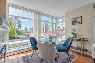 """Photo 4: 606 1199 MARINASIDE Crescent in Vancouver: Yaletown Condo for sale in """"AQUARIUS I"""" (Vancouver West)  : MLS®# R2379533"""