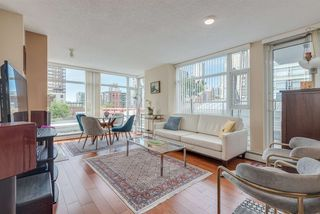 """Photo 2: 606 1199 MARINASIDE Crescent in Vancouver: Yaletown Condo for sale in """"AQUARIUS I"""" (Vancouver West)  : MLS®# R2379533"""