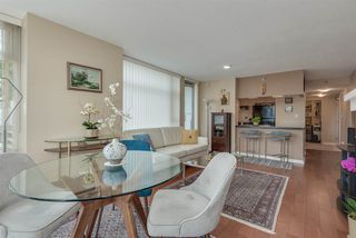 """Photo 3: 606 1199 MARINASIDE Crescent in Vancouver: Yaletown Condo for sale in """"AQUARIUS I"""" (Vancouver West)  : MLS®# R2379533"""