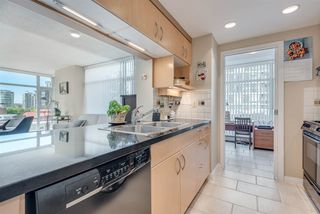 """Photo 7: 606 1199 MARINASIDE Crescent in Vancouver: Yaletown Condo for sale in """"AQUARIUS I"""" (Vancouver West)  : MLS®# R2379533"""