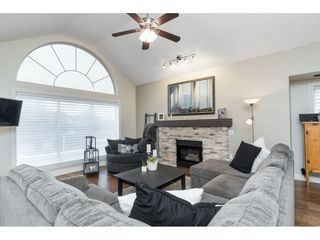 "Photo 5: 87 4001 OLD CLAYBURN Road in Abbotsford: Abbotsford East Townhouse for sale in ""Cedar Springs"" : MLS®# R2419759"