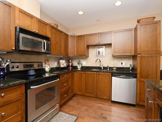 Photo 8: 106 1825 Kings Road in VICTORIA: SE Camosun Row/Townhouse for sale (Saanich East)  : MLS®# 419139