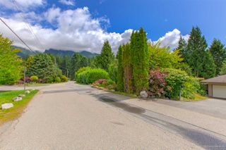 Photo 4: 90 GLENGARRY Crescent in West Vancouver: Glenmore House for sale : MLS®# R2476872