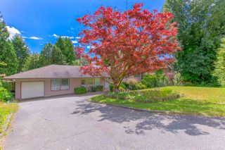 Photo 3: 90 GLENGARRY Crescent in West Vancouver: Glenmore House for sale : MLS®# R2476872