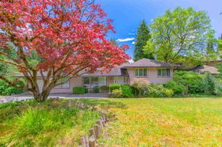 Photo 2: 90 GLENGARRY Crescent in West Vancouver: Glenmore House for sale : MLS®# R2476872