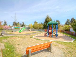 Photo 4: 305 1900 BOWEN Rd in : Na Central Nanaimo Condo for sale (Nanaimo)  : MLS®# 860322