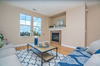 Photo 8: Townhome for sale : 3 bedrooms : 825 Harbor Cliff Way #269 in Oceanside