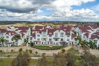 Photo 2: Townhome for sale : 3 bedrooms : 825 Harbor Cliff Way #269 in Oceanside