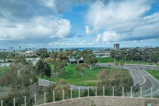Photo 4: Townhome for sale : 3 bedrooms : 825 Harbor Cliff Way #269 in Oceanside