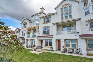 Photo 5: Townhome for sale : 3 bedrooms : 825 Harbor Cliff Way #269 in Oceanside